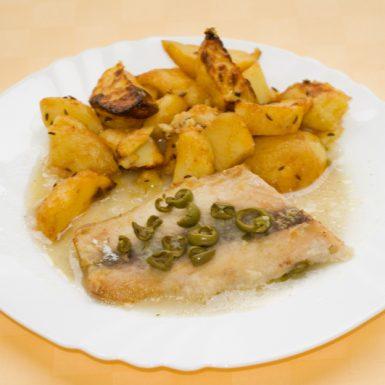 Ryba-Mahi-mahi-pečená-s-olivami-pečené-zemiaky