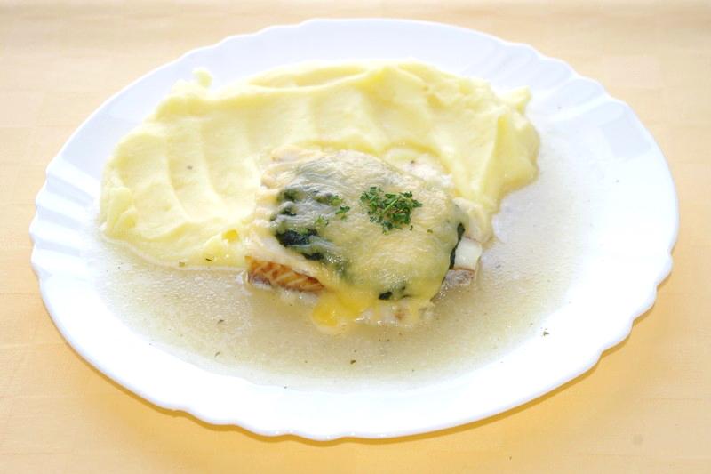Rybie filé na florentínsky spôsob,zemiaková kaša.