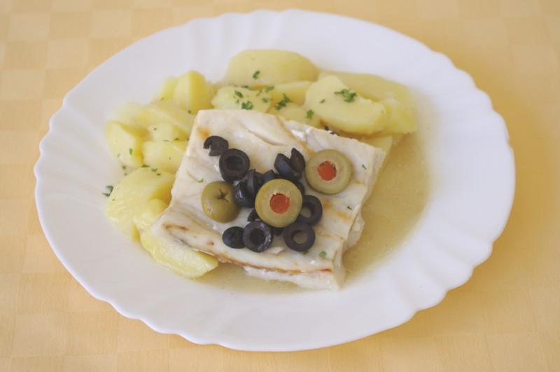 Rybie filé pečené s olivami, zemiaky