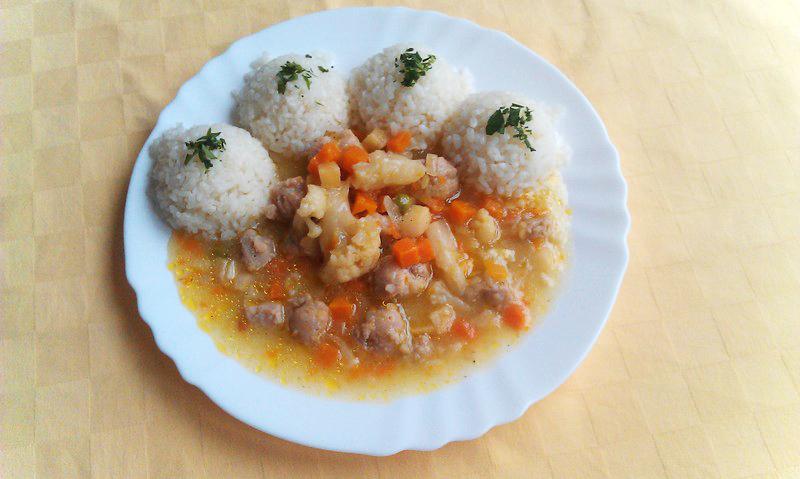 Sójové kocky so zeleninou, ryža