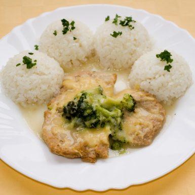 Sójové-plátky-zapečené-s-brokolicou-a-syrom-ryža