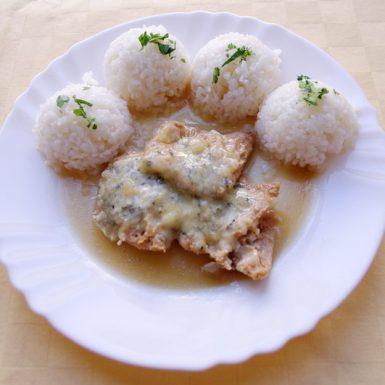 Sójové-plátky-zapečené-so-syrom-niva-ryža