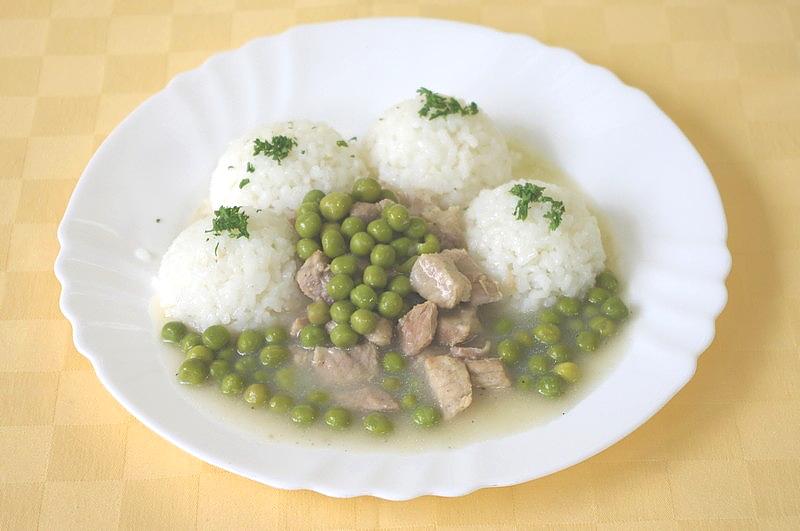 Soté z bravčového stehna na hrášku, ryža