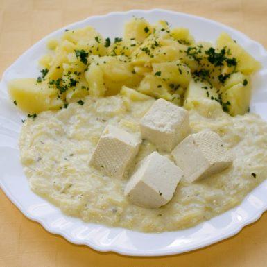 Tekvicový-prívarok-s-tofu-kockami-zemiaky-s-vňaťou_1