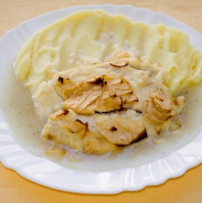 Tilapia-zapečená-s-jablkami-a-bešamelom-zemiak.kaša