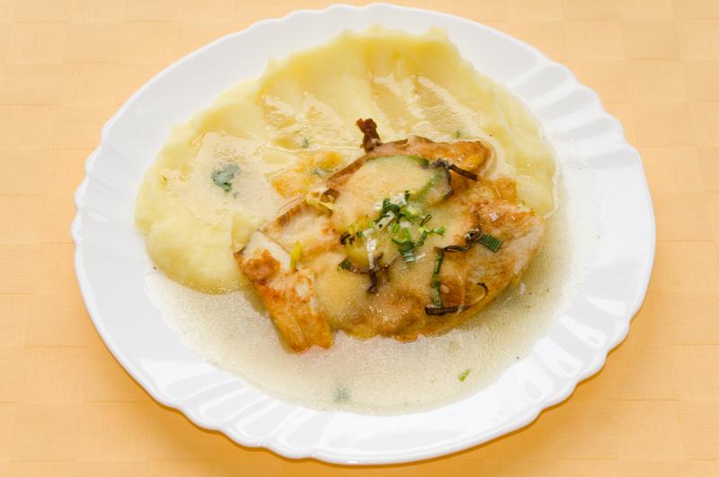 Tilapia zapečená s pórom a syrom, zemiaková kaša