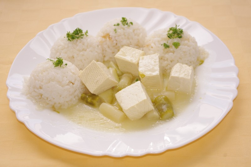 Tofu so špargľou, ryža