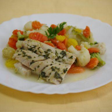 Treska-tmavá-pečená-s-bylinkovým-maslomdusená-zelenina