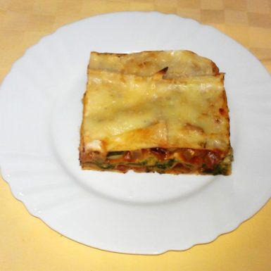 Vegetariánske-lazane-s-cuketou-baklažánom-špenátom-a-bešamelom1