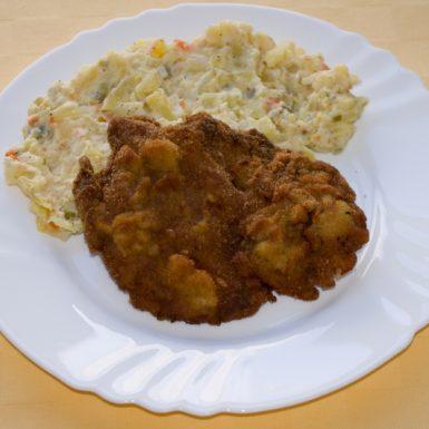 Vyprážaná-bravčová-krkovička-zemiakový-šalát