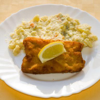 Vyprážané-rybie-filé-zemiakový-šalát