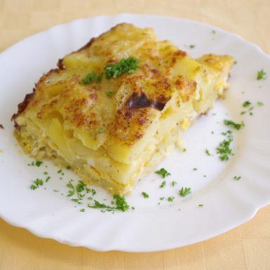 Zapečené-zemiaky-s-vajíčom-a-smotanou-ster.-uhorka