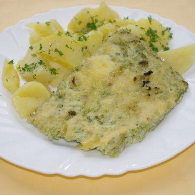 Zapekaná-brokolica-so-syrom-zemiaky-s-vňaťou-zel.-šalát