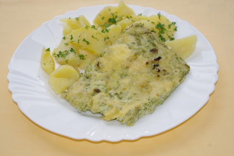 Brokolica zapekaná so syrom, zemiaky s vňaťou
