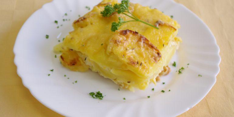 Zapekané-zemiaky-so-syrom-a-vajcom