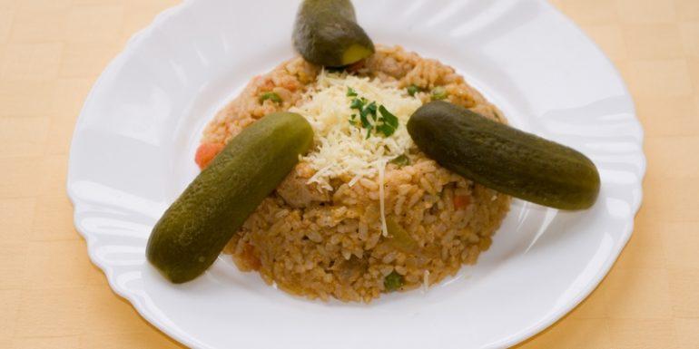 Zeleninové-rizoto-so-sójovými-kockamisyrom-aj-kečupom